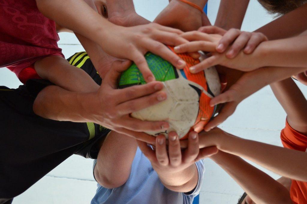 ball, friends, sport-952311.jpg